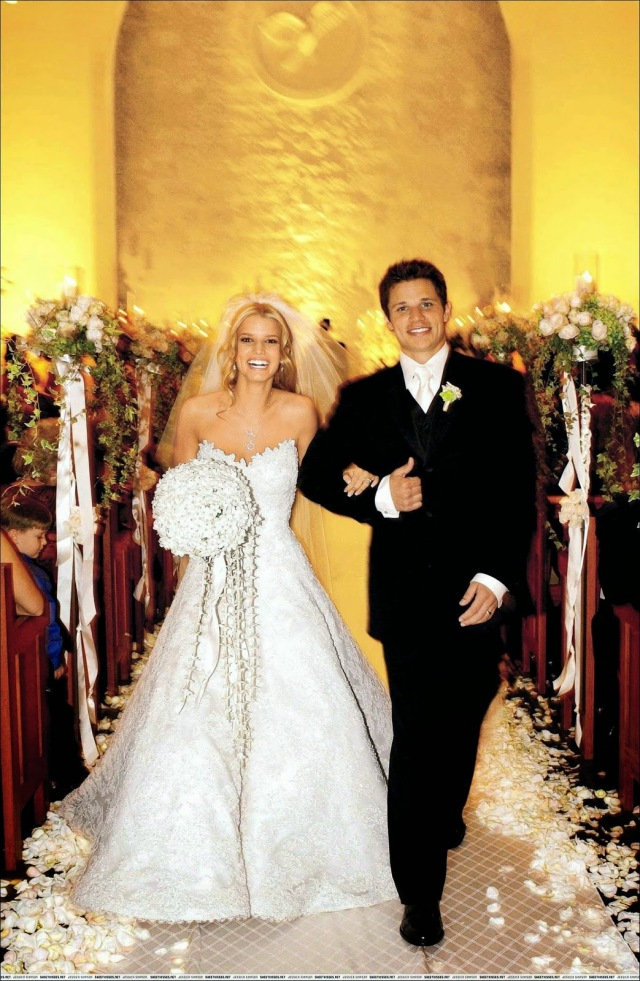 08a990e5f734 A Vera Wang creation, Jessica Simpson married Nick Lachey in October of  2002 in this