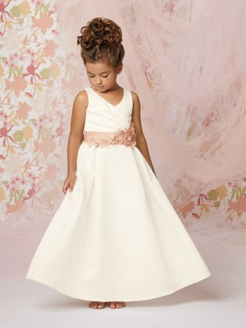 64b9ed33d For the 7 and 8 year old girls, something more elegant and sophisticated  will highlight their beauty! They can be guiding a little one beside them  or ...